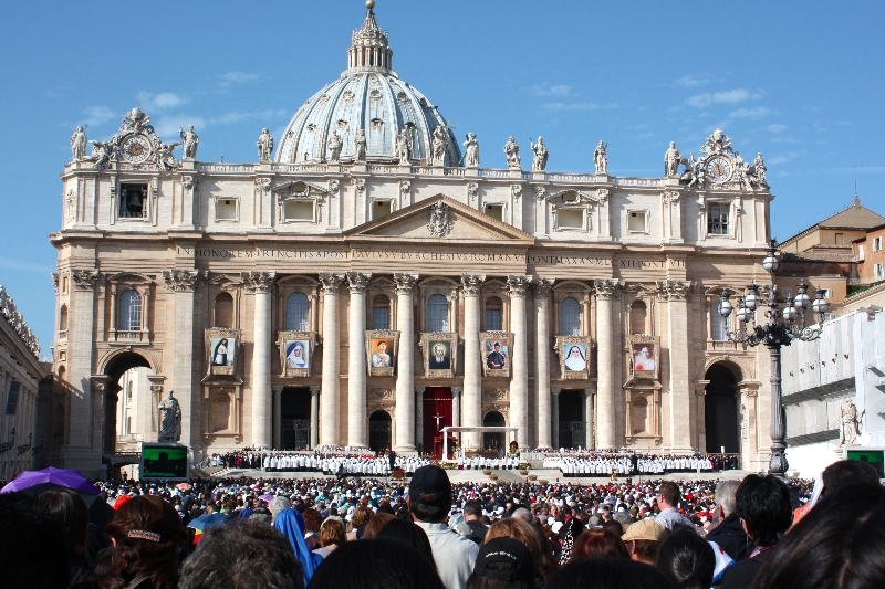 st-peters-basilica-with-saint-banners